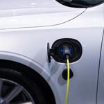 Een elektrische auto aanschaffen: leasen of kopen? | Douwe de Beer